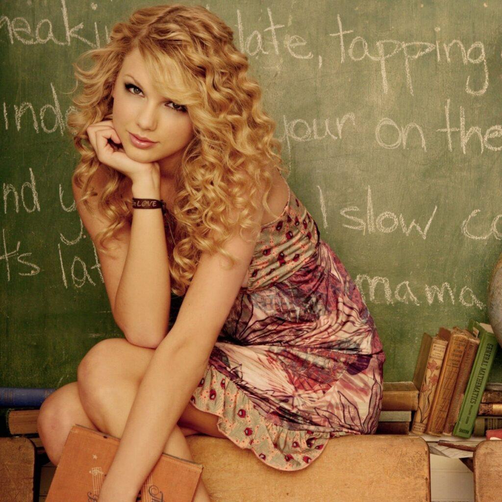Freshman year swift taylor Taylor Swift: