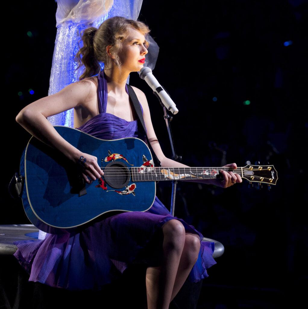 "Taylor Swift performs ""Last Kiss"" (2011)"