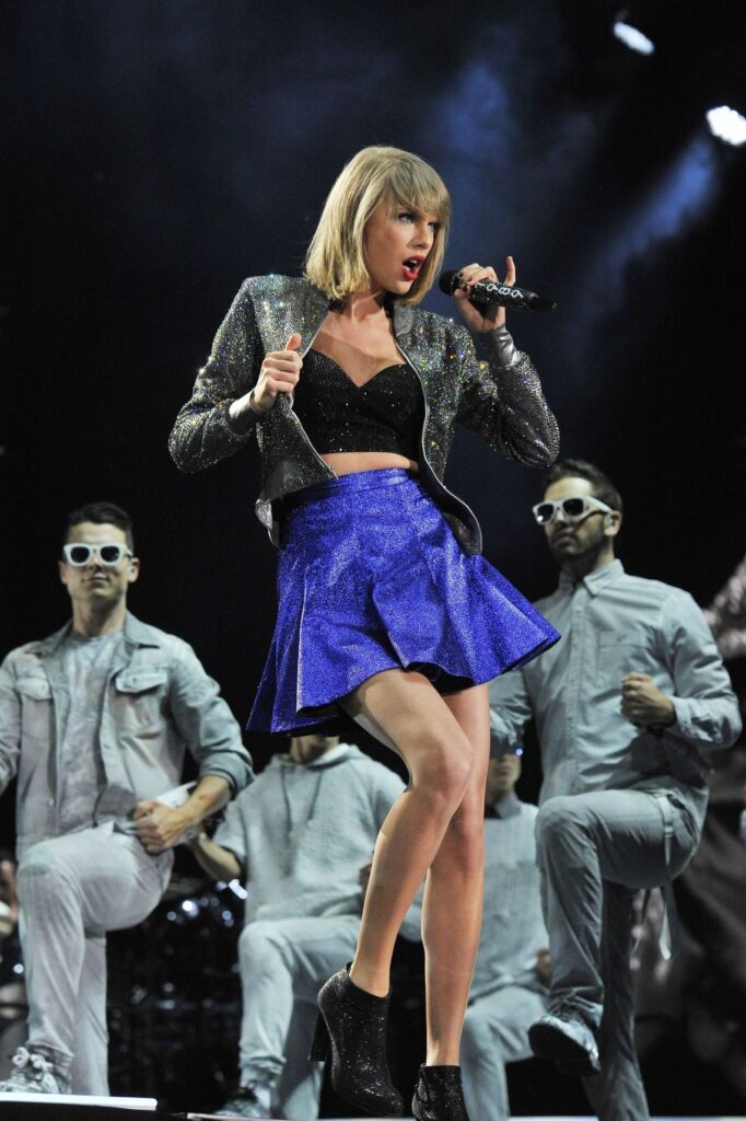 Taylor Swift on The 1989 World Tour (2015)