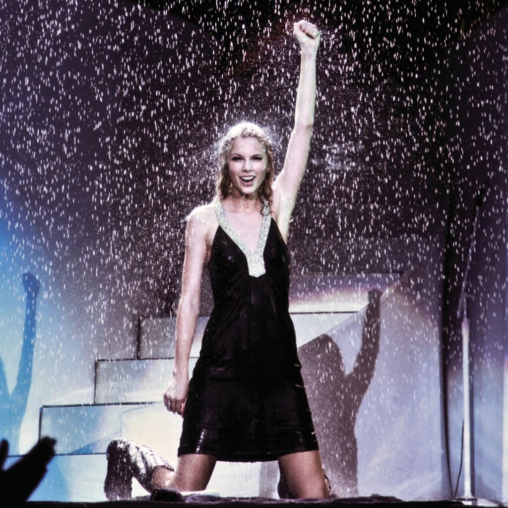 """Taylor Swift on the """"Fearless Tour"""" (2010)"""